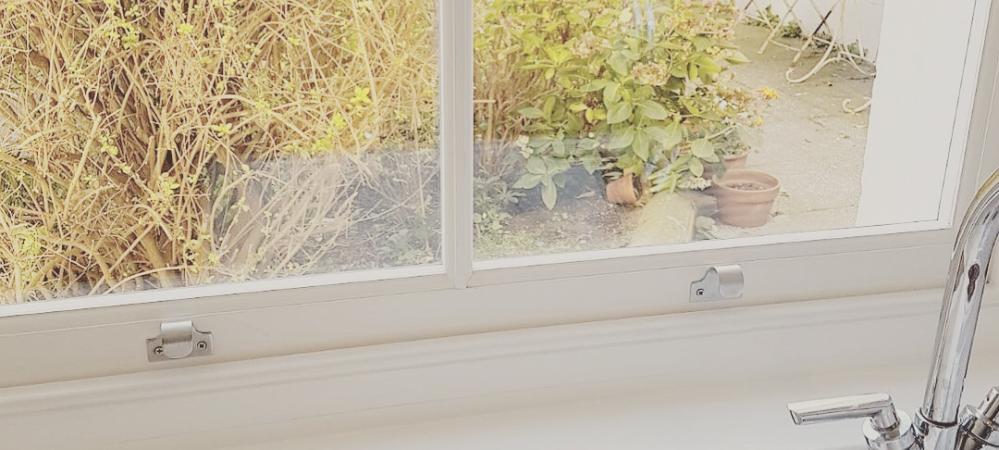 Sash window restoration Hove - rotten window 1